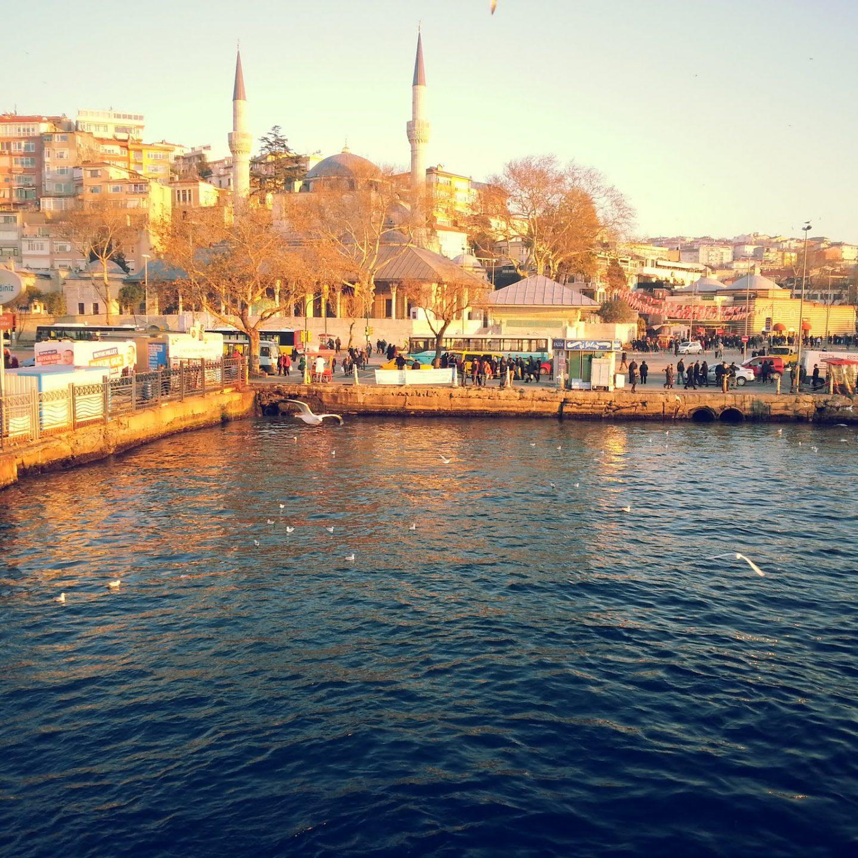 – Încotro mergi? / – La Istanbul