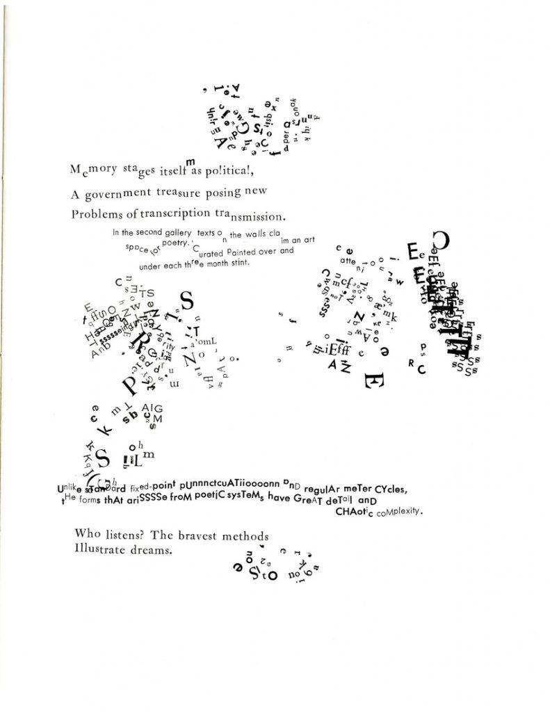 (Pagină din Stochastic Poetics (2013), o carte de Johanna Drucker ale cărei 39 de exemplare diferă unele de altele, cu texte din Aristotel, din teoriile haosului și alte surse care au fost combinate și tipărite diferit de la un exemplar la altul.)